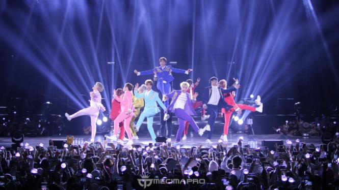 Boyband Korea SEVENTEEN konser di Indonesia.