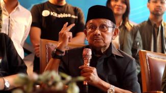 Mantan Presiden BJ Habibie mengajak rakyat urunan pengembangan R80