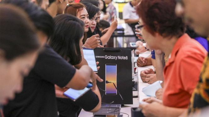Penjualan Perdana Samsung Galaxy Note 8 di Jakarta.