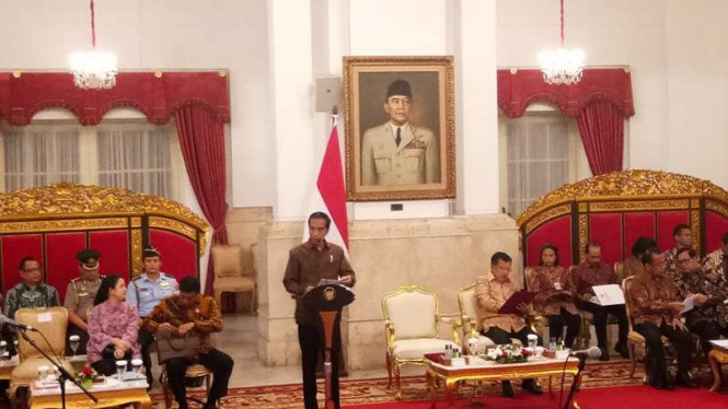 Presiden Jokowi buka rapat kabinet di Istana Negara.