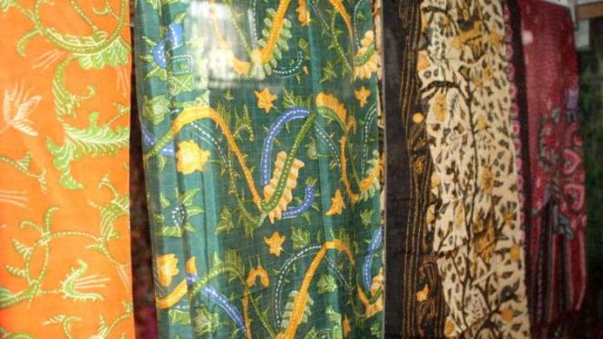 Batik tanah liek atau tanah liat khas Minangkabau produksi Wirda Hanim di Kota Padang, Sumatera Barat.