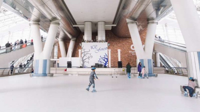 Ice rink di Bandara Incheon, Korea Selatan