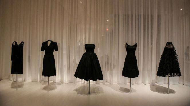 Ilustrasi gaun hitam atau little black dress
