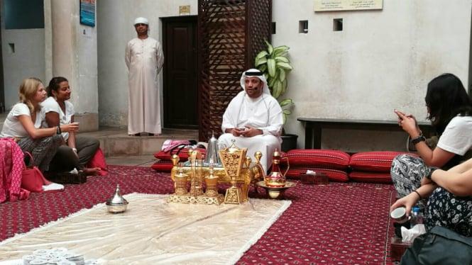 Suasana jamuan kopi di SMCCU, Distrik Al Fahidi, Dubai.