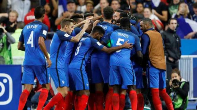 Timnas Prancis melakukan selebrasi usai cetak gol.