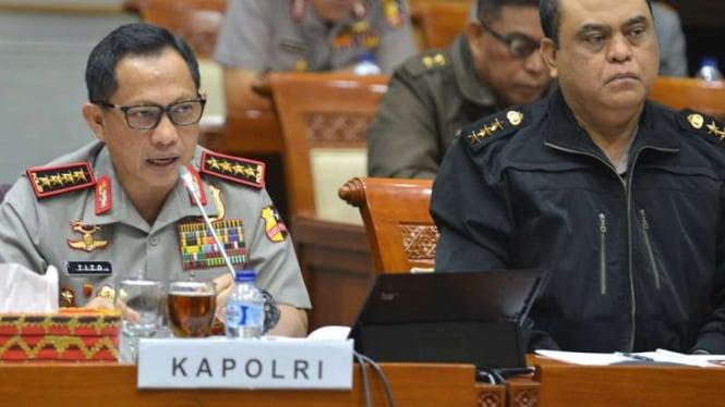 Kepala Kepolisian Jenderal Polisi Tito Karnavian (kiri).