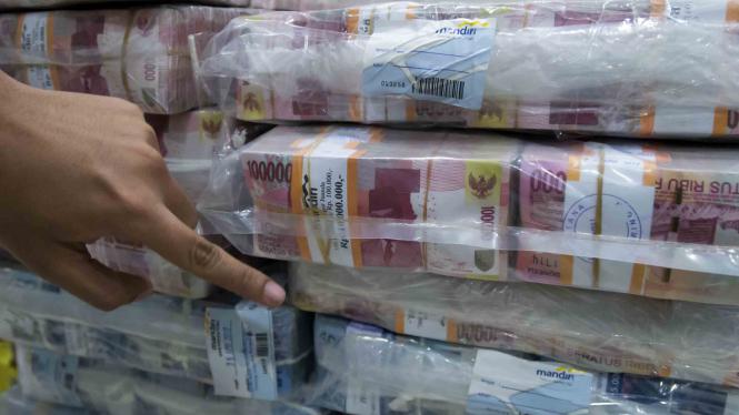 Tumpukan uang kertas rupiah.