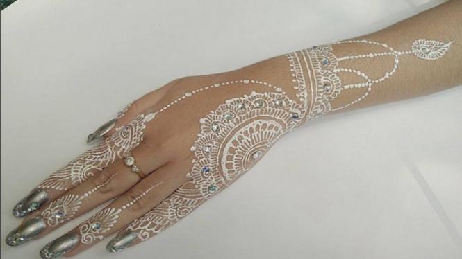 Lebih Menarik Tato White Henna Makin Digemari Viva