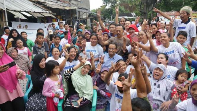 Anies Baswedan dan pendukungnya saat kampanye Pilkada DKI 2017