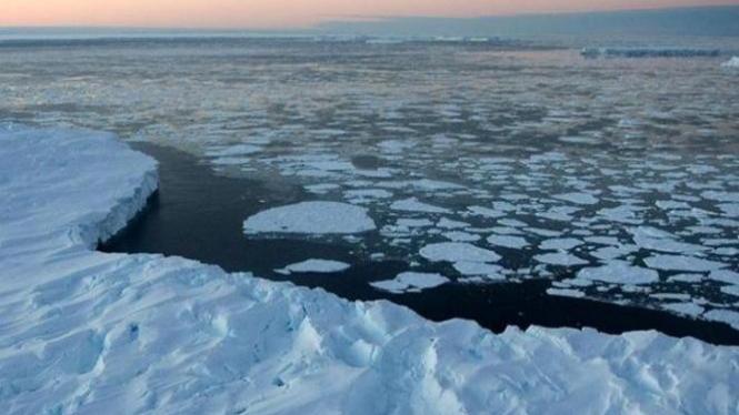 Lubang raksasa di Antartika.