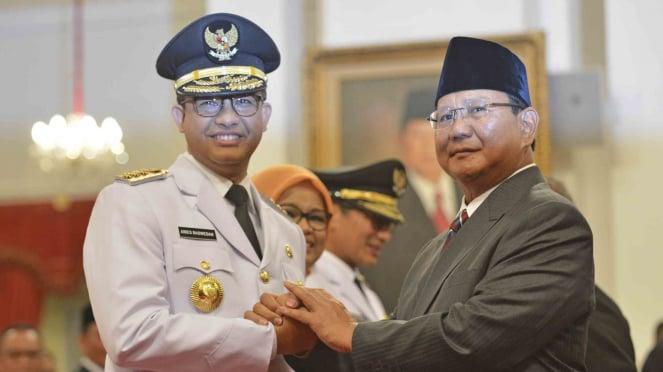 Prabowo Subianto saat menghadiri pelantikan Gubernur DKI Jakarta Anies Baswedan.