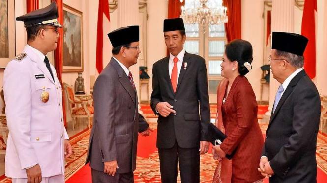 Presiden Jokowi, Wapres JK, Prabowo Subianto dan Anies Baswedan di Istana Negara.