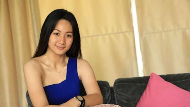 Vania Kwan, usher cantik otomotif