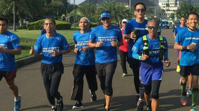 Wakil Gubernur DKI Jakarta Sandiaga Uno lari pagi menuju Balai Kota