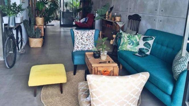 Rumah Minimalis Miky Setiawan bergaya industrial loft jungalow