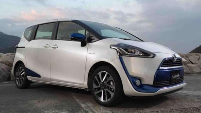 Toyota Sienta Hybrid.