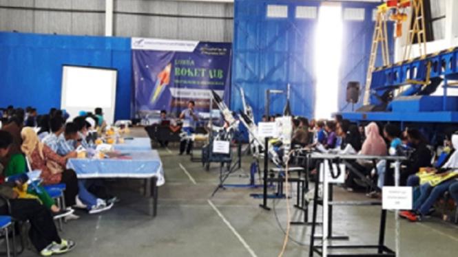 Workshop pembuatan roket air.