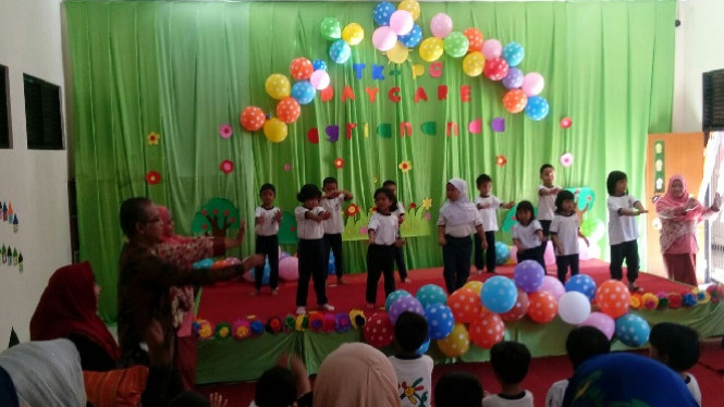 Rektor IPB senam bersama anak-anak TK.