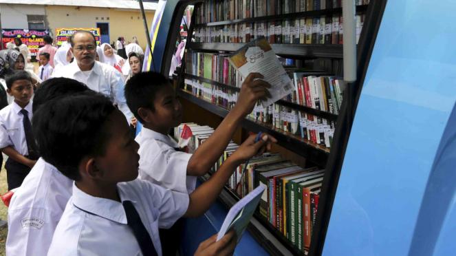 Sorot Buku - Membaca Buku - Perpustakaan - kios buku