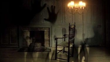 Ilustrasi rumah berhantu.
