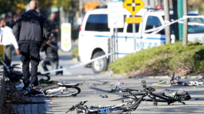 Delapan Orang Tewas dalam serangan teroris menggunakan mobil dan menabrak pejalan kaki di trotoar di Kota New York beberapa waktu silam.