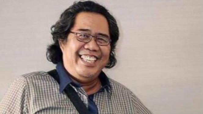 Penulis, N Syamsuddin C Haesy.