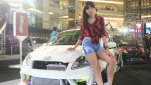 https://thumb.viva.co.id/media/frontend/thumbs3/2017/11/20/5a11b99ad79a5-prily-model-cantik-otomotif_151_85.jpg