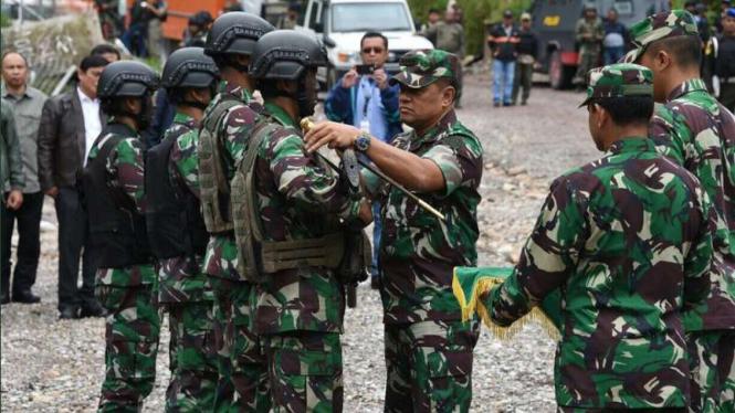 Panglima TNI Jenderal Gatot Nurmantyo memberikan kenaikan pangkat luar biasa untuk pasukan TNI yang berhasil menguasai Kampung Banti dan Kimbely Papua dari ancaman kelompok kriminal bersenjata beberapa waktu lalu.