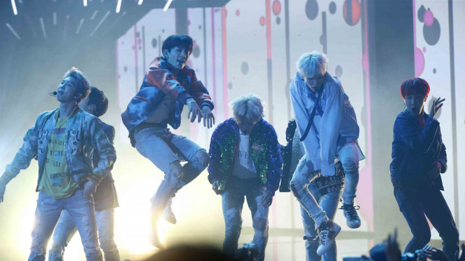 Penampilan Boy Band Korea Selatan BTS di American Music Award.