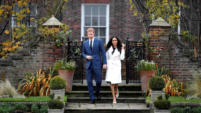 Pangeran Harry dan Meghan Markle akhirnya resmi bertunangan.