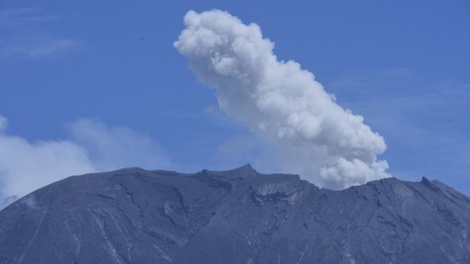 Gunung Agung meletus
