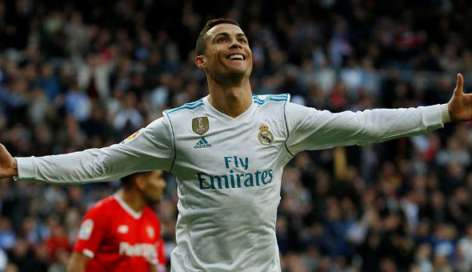 Megabintang Real Madrid, Cristiano Ronaldo rayakan gol.