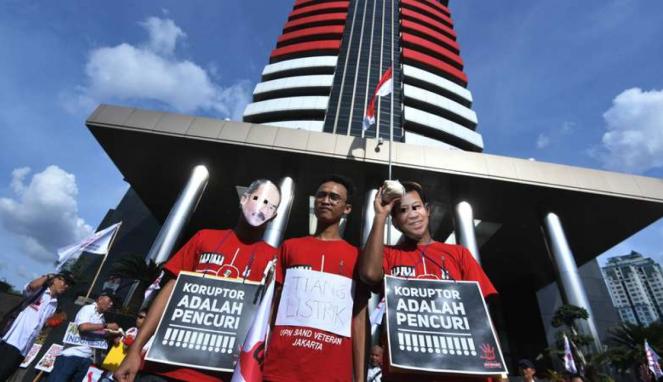 Aksi dukungan terhadap KPK melawan praktik korupsi di Indonesia