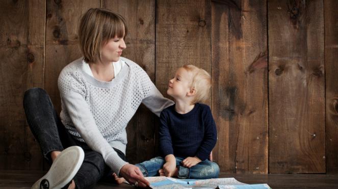 Ilustrasi ibu dan anak atau parenting.