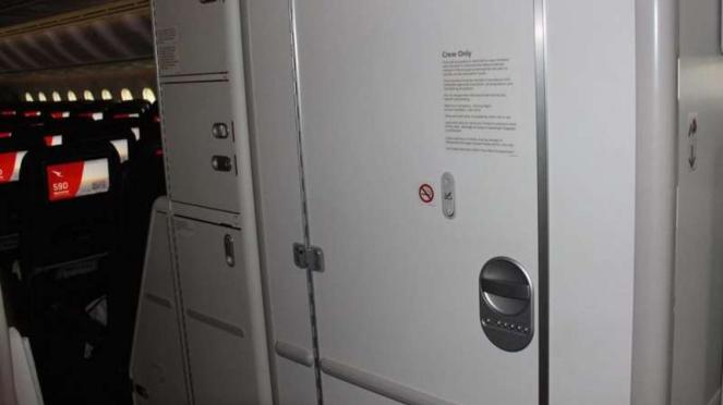 toilet pesawat