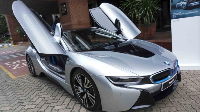 Mobil Listrik (hybrid) BMW i8 di Jakarta