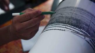 Ilustrasi mesin seismograf membaca gempa.