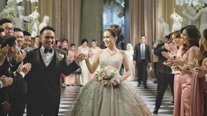 Pernikahan Momo Geisha dan Nicola Reza Samudera.