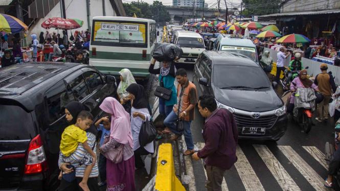 Suasana di Pasar Tanah Abang dan Jalan Jatibaru.