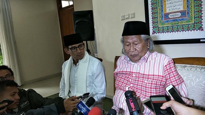 Sandiaga Uno saat menerima kunjungan Budayawan Betawi, Ridwan Saidi. (Foto dokumentasi)