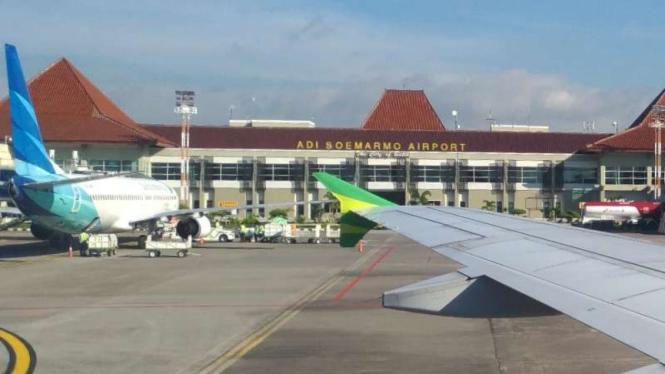 Pesawat parkir di Bandara Adi Sumarmo Soemarmo Solo (ilustrasi)