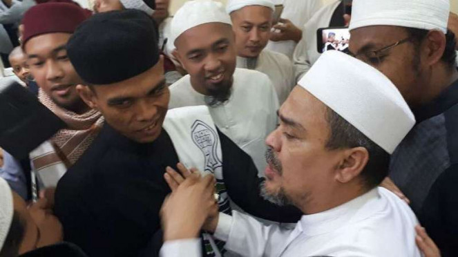 Ustaz Abdul Somad bertemu imam besar Front Pembela Islam, Rizieq Shihab, di Mekkah, Arab Saudi, Sabtu siang, 30 Desember 2017.