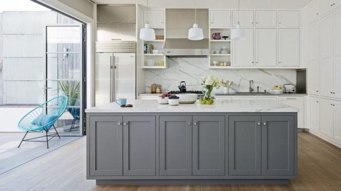 Desain dapur dengan warna putih abu-abu.