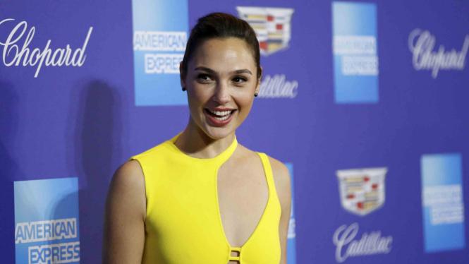Gal Gadot saat menghadiri Festival Film Palm Springs ke-29.