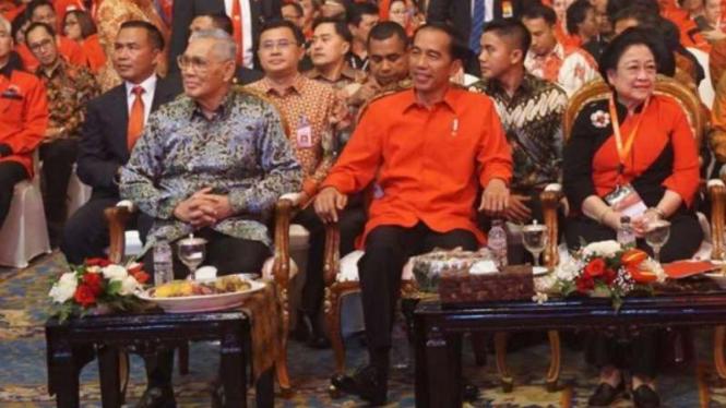 Megawati dan Jokowi di HUT PDIP ke-45.