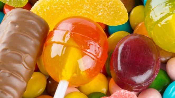 Ilustrasi permen atau makanan manis.