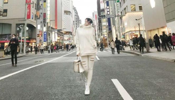 Syahrini di Jepang