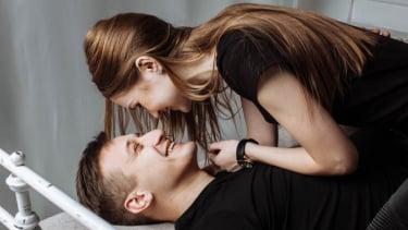 Ilustrasi pasangan bercinta.