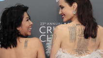 https://thumb.viva.co.id/media/frontend/thumbs3/2018/01/12/5a58633460a2b-angelina-jolie-tatto-punggung_213_120.jpg