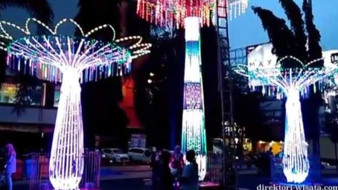 Gemerlap Tempat Wisata Malam Di Kota Kudus Viva